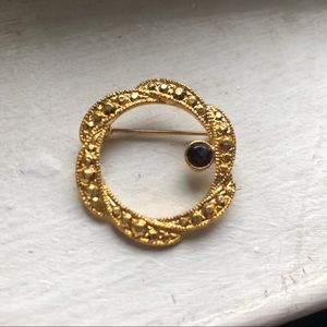 Vintage Gold Circle Brooch w Black Stone